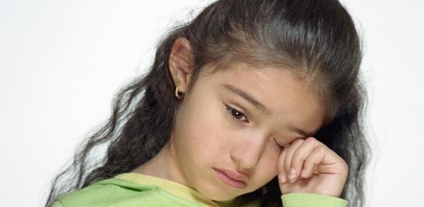 crianca-menina-triste-chorando-tristeza-angustia-1319812727613_615x300